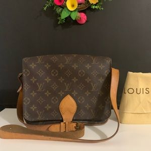 🌺Authentic LouisVuitton Sling Bag🌺